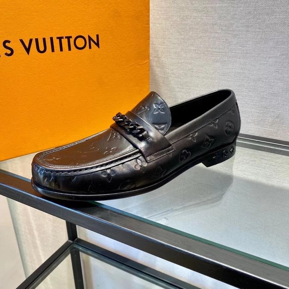 Giày lười Louis Vuitton like au đế cao da lỳ khoá xích GLLV01
