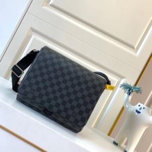 Túi đeo chéo nam Louis Vuitton like au caro TDCLV03
