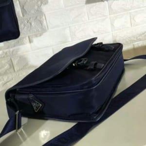 Túi đeo chéo Prada nam siêu cấp xanh hai khóa bấm