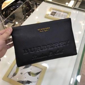 Ví nam Burberry siêu cấp cầm tay da nhăn họa tiết logo chìm