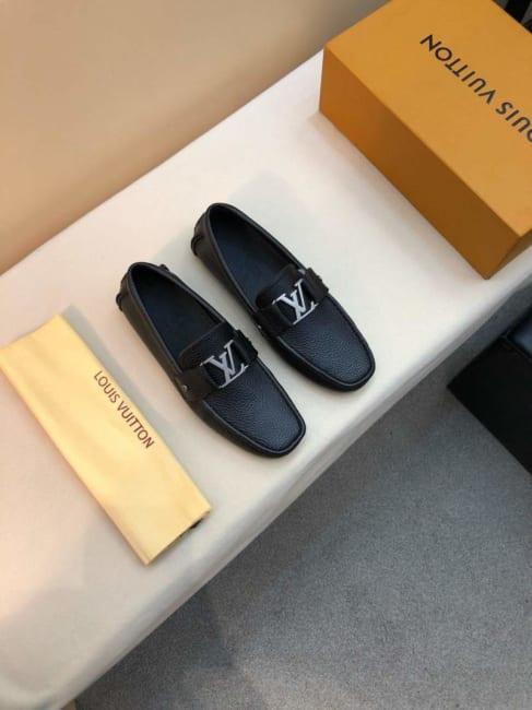 Giày lười Louis Vuitton da bò màu đen GLLV55