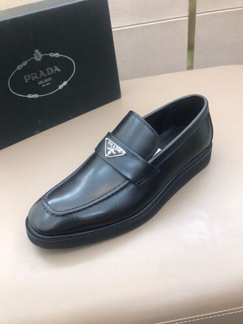 Giày lười Prada siêu cấp đế đúc logo tam giác màu đen GLP34