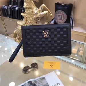 Ví nam Louis Vuitton siêu cấp cầm tay họa tiết ô vuông dập nổi