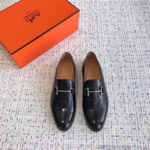 Giày lười Hermes siêu cấp mặt khóa logo thanh màu đen da dập vân