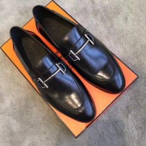 Giày lười Hermes siêu cấp mặt khóa logo thanh màu đen bóng