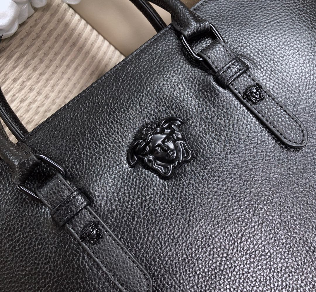 Túi xách nam Versace siêu cấp họa tiết da nhăn màu đen TXVS05
