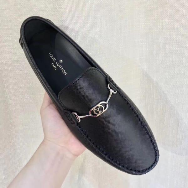 Giày lười Louis Vuitton like auth da taiga màu đen họa tiết logo nhỏ GLLV95