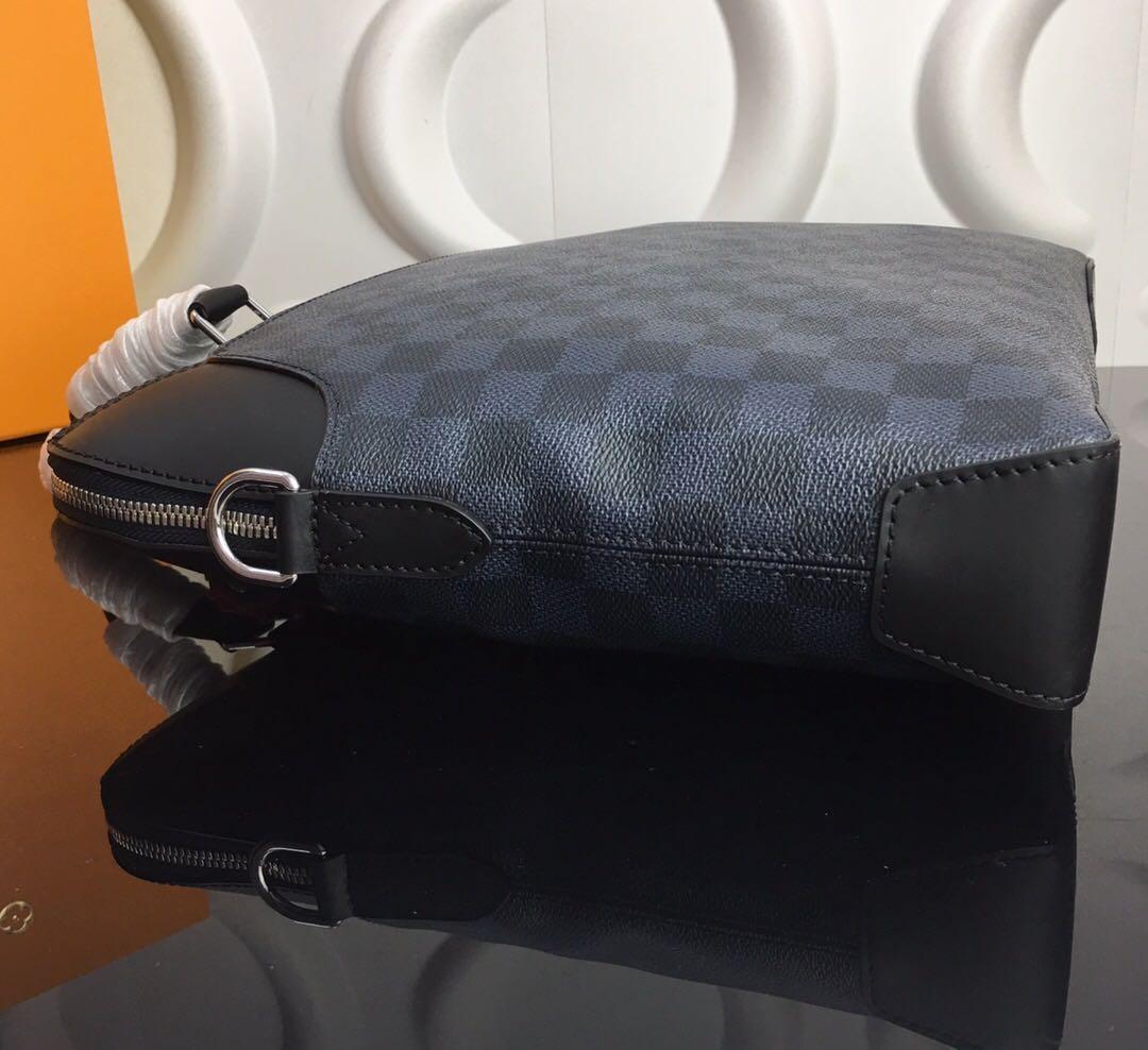 Túi xách nam Louis Vuitton họa tiết caro viền đen TXLV17