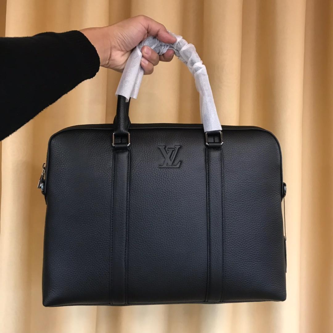 Túi xách nam Louis Vuitton siêu cấp họa tiết da nhăn màu đen TXLV14