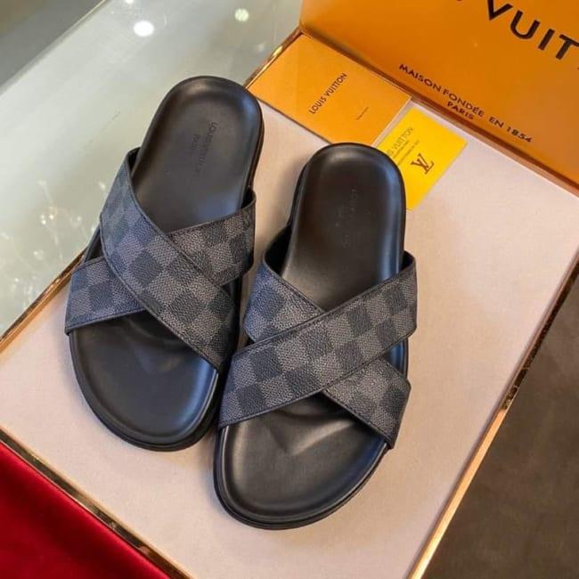 Dép Louis Vuitton nam siêu cấp họa tiết caro quai chéo màu đen DLV30