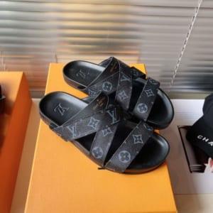 Dép Louis Vuitton nam siêu cấp họa tiết hoa đen quai chéo ngang DLV28