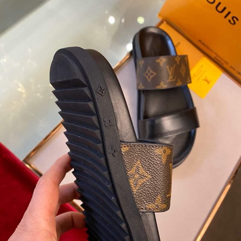 Dép Louis Vuitton nam siêu cấp họa tiết hoa nâu hai quai DLV32