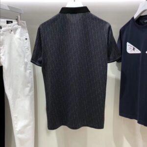 Áo Dior nam siêu cấp họa tiết logo viền cổ màu đen AODO02