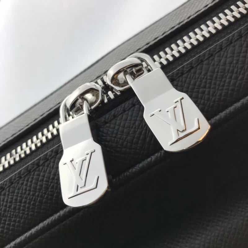Túi đeo chéo Louis Vuitton siêu cấp họa tiết hoa đen TDCLV11