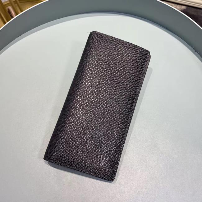 Ví nam Louis Vuitton siêu cấp gấp da taiga họa tiết logo dập chìm VNLV74