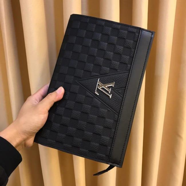 Ví nam Louis Vuitton siêu cấp cầm tay da dập caro khóa trắng VNLV80