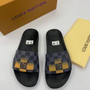 Dép Louis Vuitton nam siêu cấp quai ngang họa tiết caro đen vàng DLV37