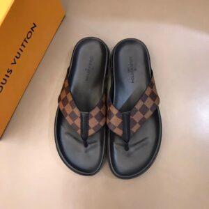 Dép nam Louis Vuitton siêu cấp kẹp ngón hoạ tiết caro nâu DLV39
