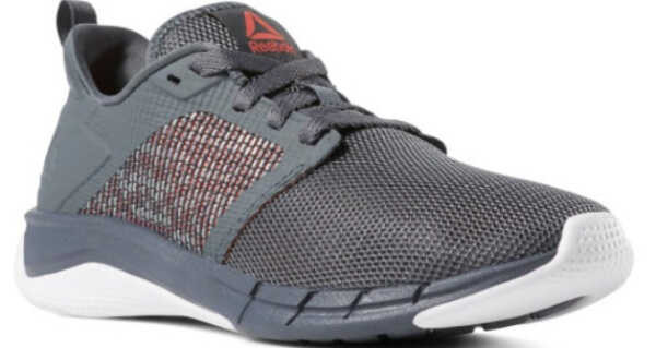 Giày Reebok với phần thiết kế đế giày gãy gọn mang phong cách thể thao