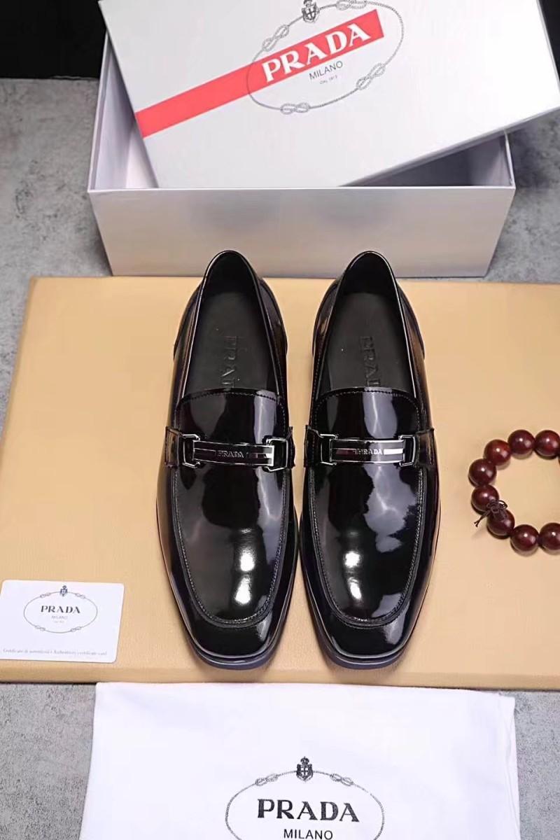 Sản phẩm của thương hiệu giày nổi tiếng Prada với chất liệu da cao cấp