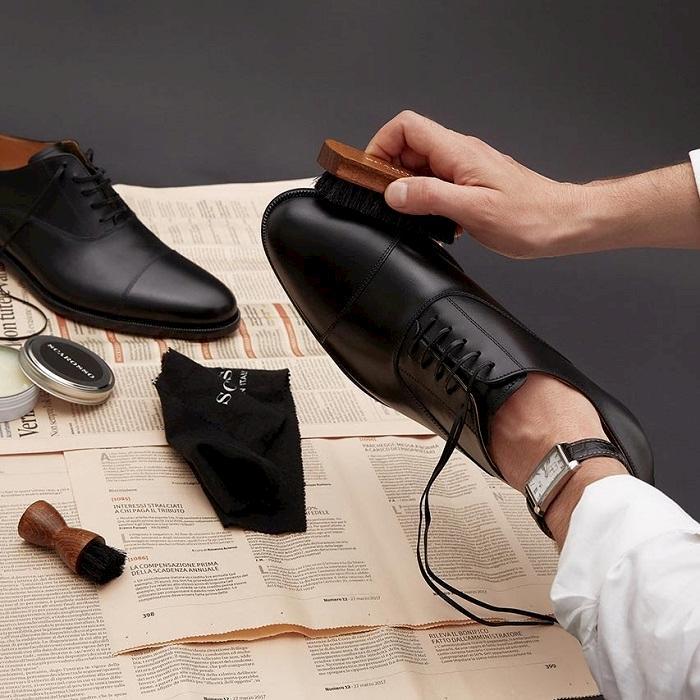 Chu ý thực hiện đúng quy trình bảo quản giày nhé