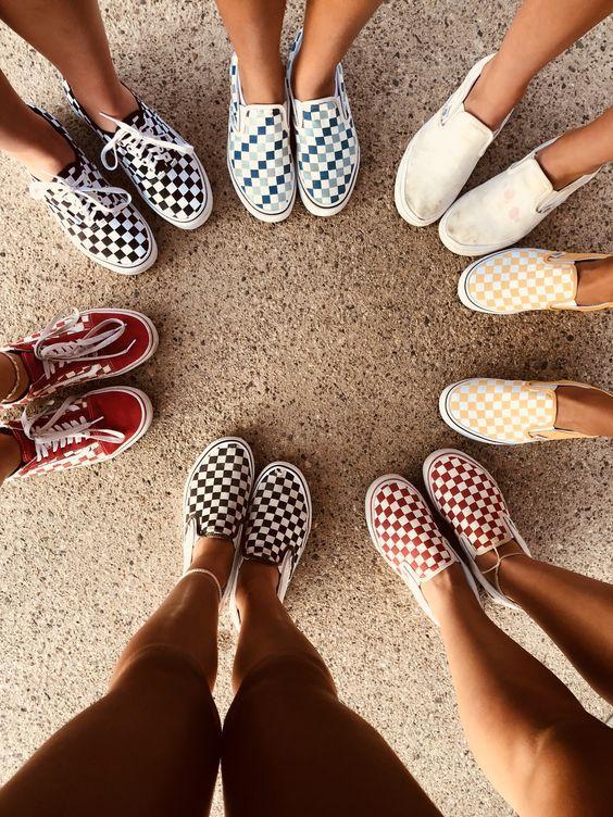 Giày Slip-on với hoa văn thiết kế độc đáo