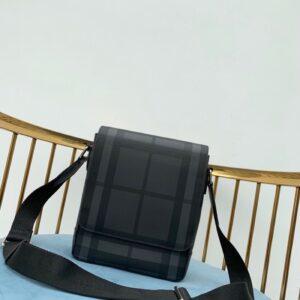 Túi đeo chéo Burberry siêu cấp họa tiết kẻ nâu TDCB06