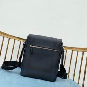 Túi đeo chéo Burberry siêu cấp họa tiết kẻ xanh TDCB07