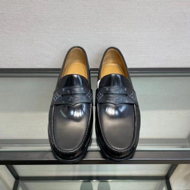 Giày lười Louis Vuitton like au đế cao da trơn tag hoa màu đen GLLV130